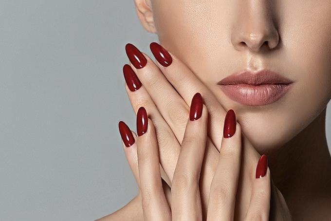 Red Nails Baettig #Manicure at Baettig